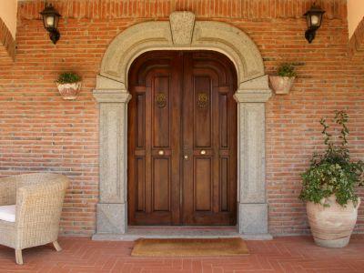 relais-villa-poggio-chiaro-pescia-romana-entrance