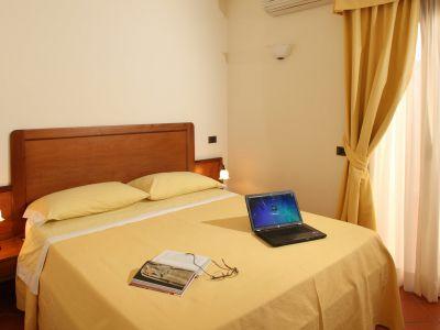 relais-villa-poggio-chiaro-pescia-romana-economy-double-room