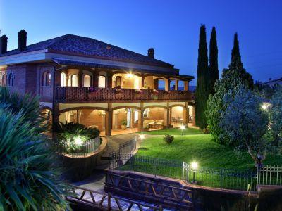 relais-villa-poggio-chiaro-pescia-romana-esterni-sera