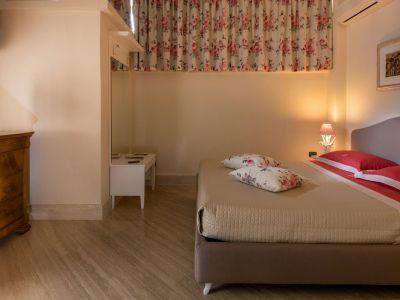 relais-villa-poggio-chiaro-pescia-romana-economy-double-room-5