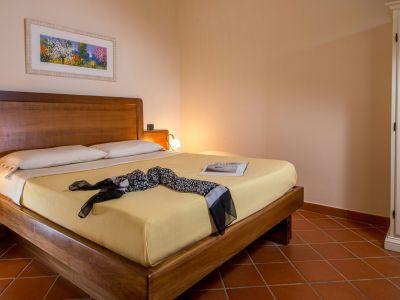 relais-villa-poggio-chiaro-pescia-romana-double-room-3