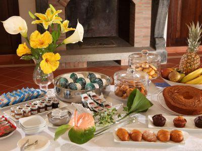 relais-villa-poggio-chiaro-pescia-romana-breakfast-room-3