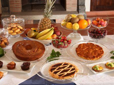 relais-villa-poggio-chiaro-pescia-romana-breakfast-room-4