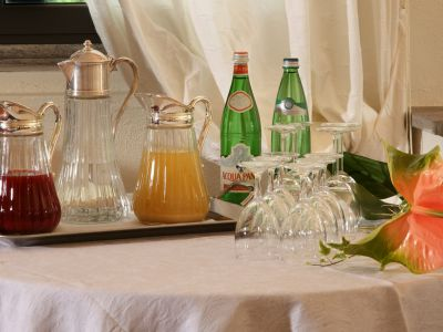 relais-villa-poggio-chiaro-pescia-romana-breakfast-room-8