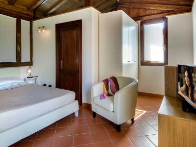 relais-villa-poggio-chiaro-pescia-romana-cottage-8