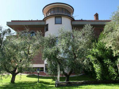 relais-villa-poggio-chiaro-pescia-romana-garden-2