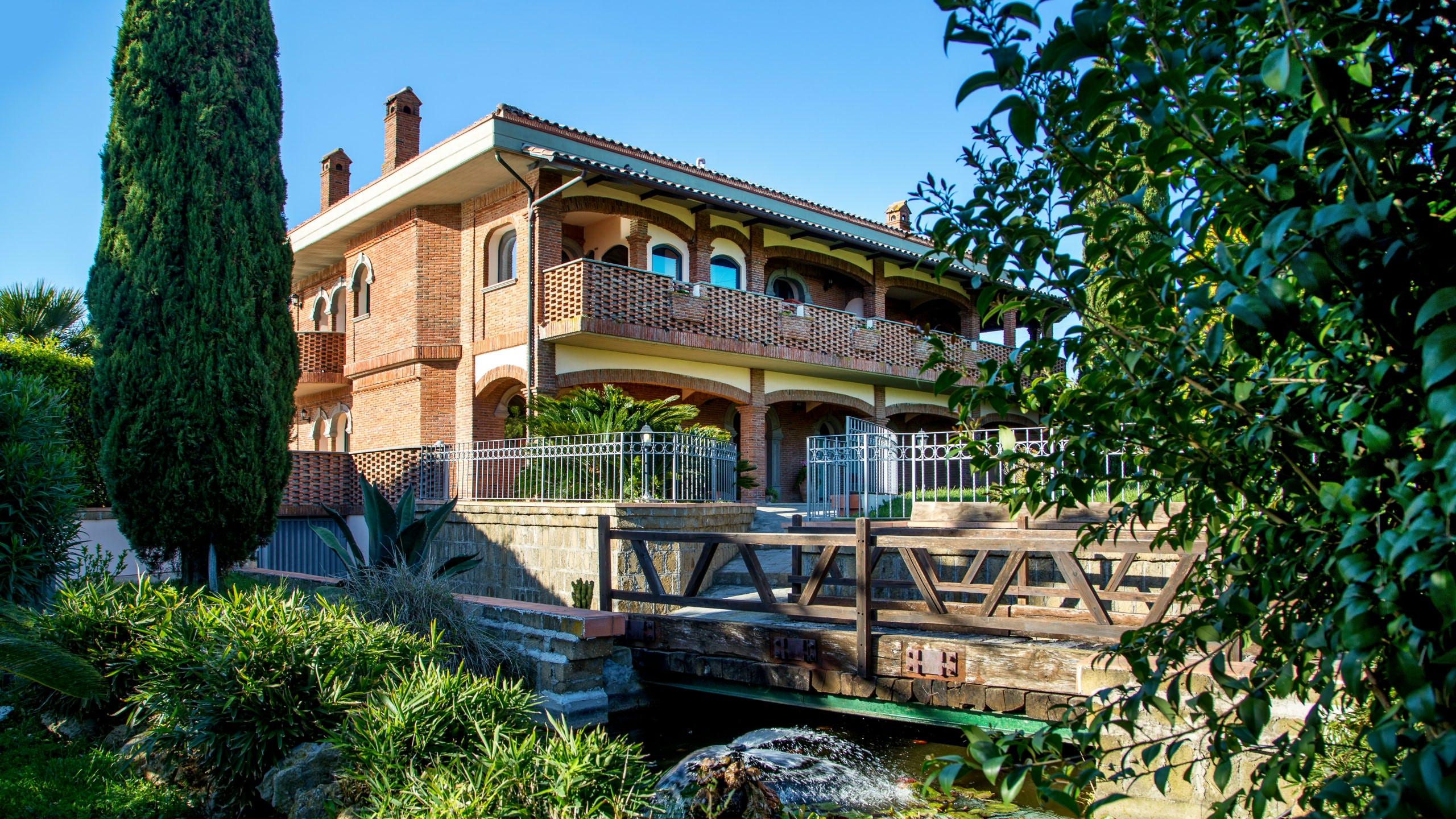 relais-villa-poggio-chiaro-pescia-romana-outdoor