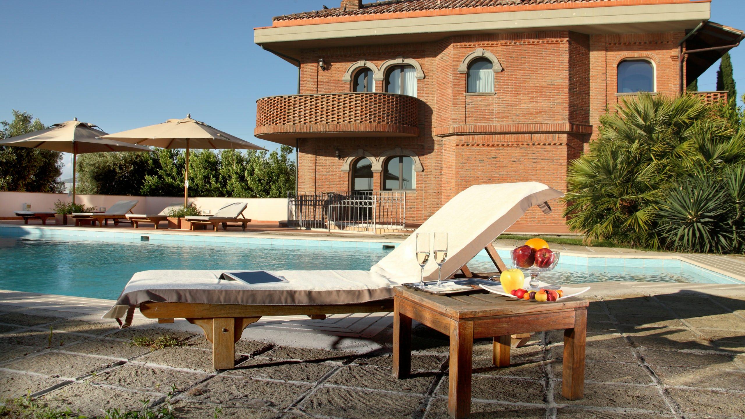 relais-villa-poggio-chiaro-pescia-romana-piscina