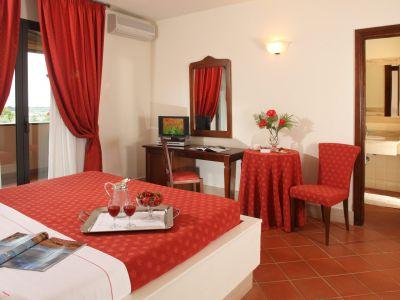 relais-villa-poggio-chiaro-pescia-romana-camera-matrimoniale-terrazzo-2