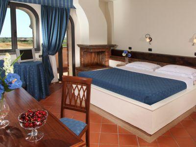 relais-villa-poggio-chiaro-pescia-romana-camera-matrimoniale-terrazzo-3