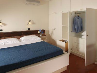 relais-villa-poggio-chiaro-pescia-romana-double-room-terrace-5