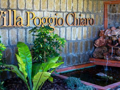 relais-villa-poggio-chiaro-pescia-romana-external-sign