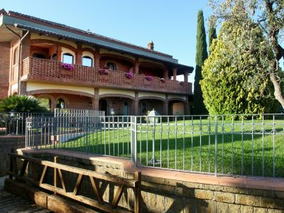relais-villa-poggio-chiaro-pescia-romana-outdoor-3