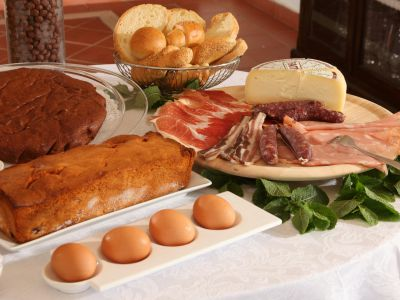 relais-villa-poggio-chiaro-pescia-romana-breakfast-room-5