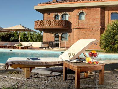 relais-villa-poggio-chiaro-pescia-romana-pool