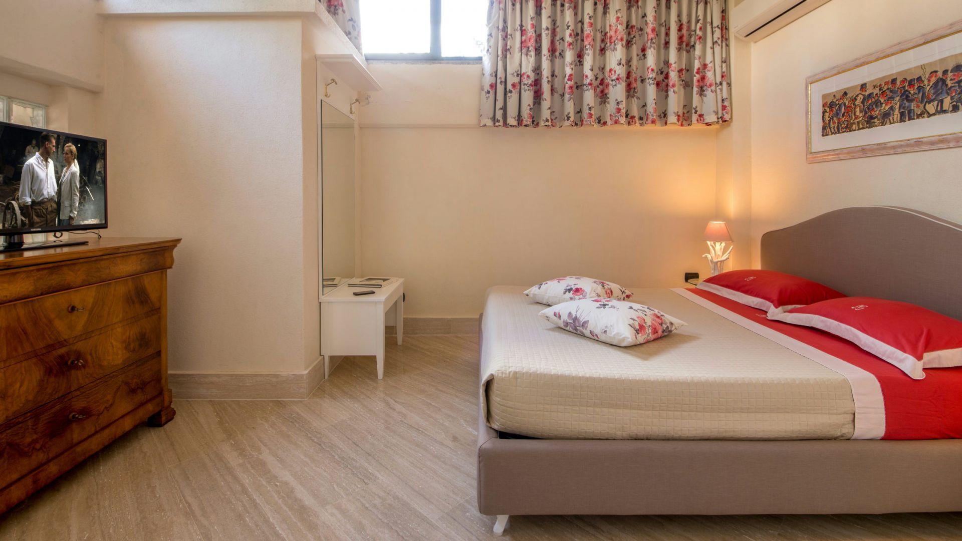 relais-villa-poggio-chiaro-pescia-romana-economy-double-room-4