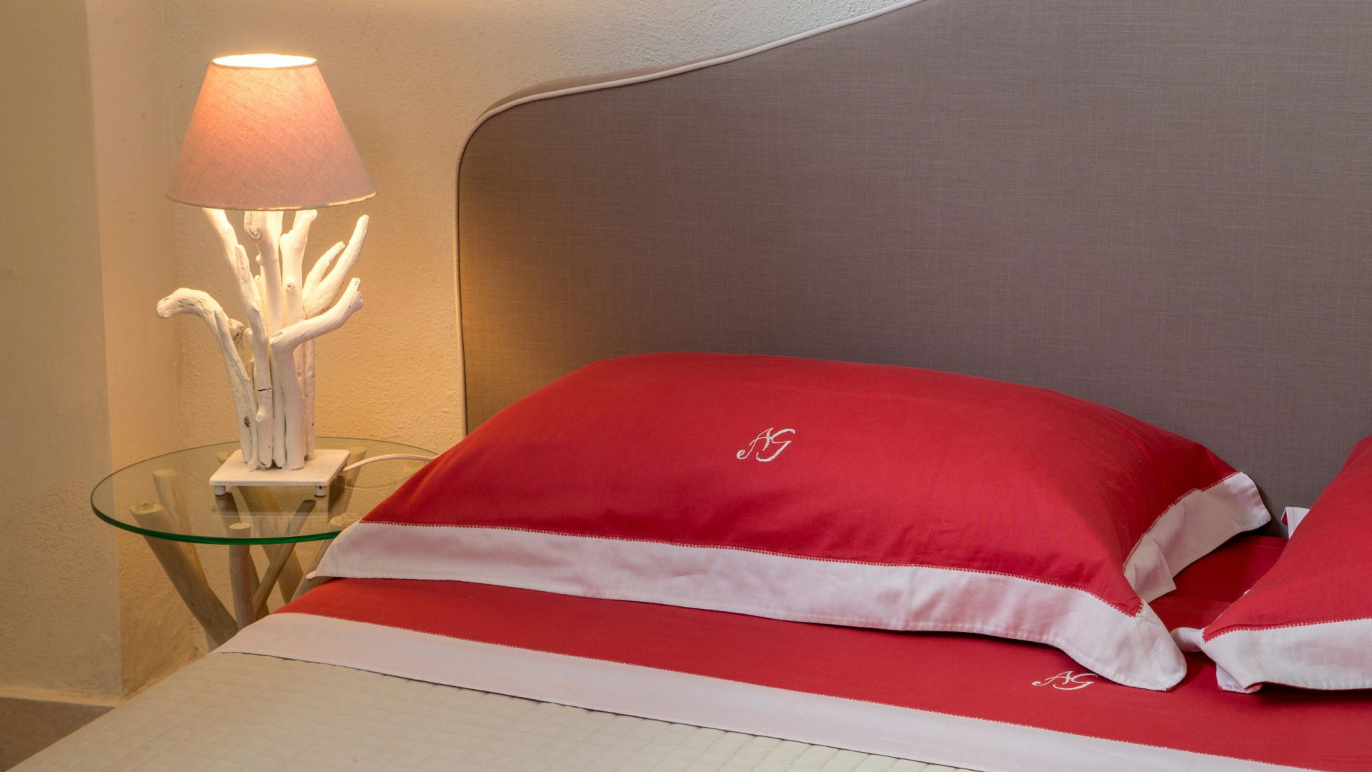 relais-villa-poggio-chiaro-pescia-romana-economy-double-room-detail